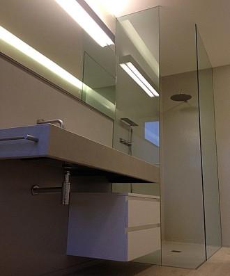 laboratorio vetri e cristalli eleganza e sicurezza nel box doccia con innovativo trattamento antigoccia