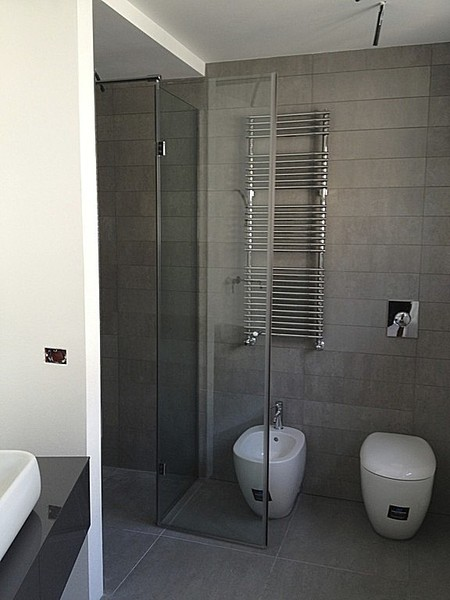 Box doccia grande in bagno piccolo idee creative e for Doccia bagno piccolo